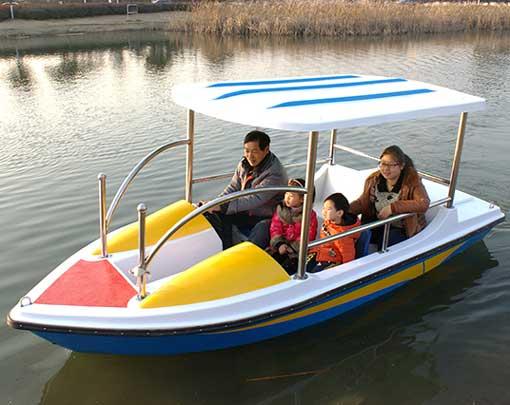 Family Fun Electric Boats In the Lake